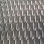 Non-skid stainless steel sheet